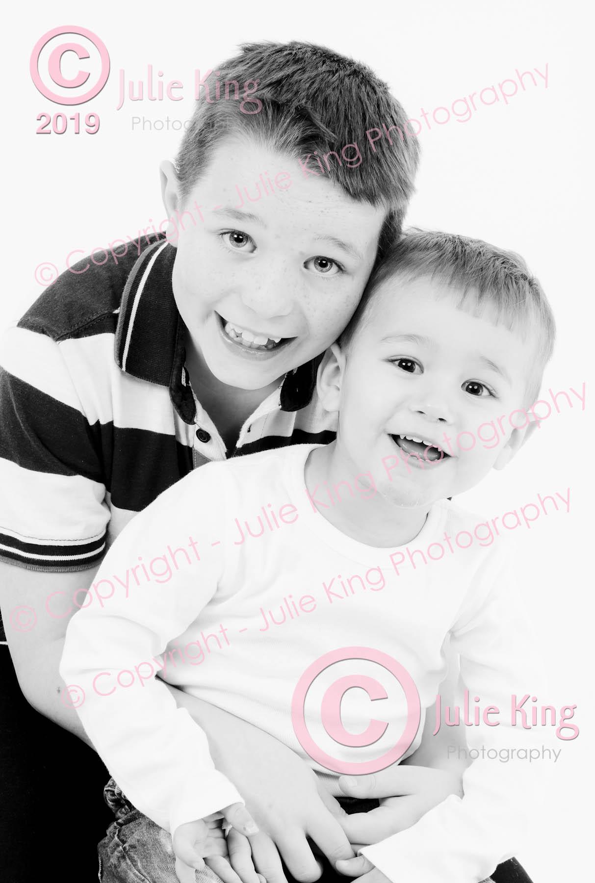 Children's portraits Bromsgrove, Experienced Photographer, Family portraits, Family Portraits Worcester, Group family portraits